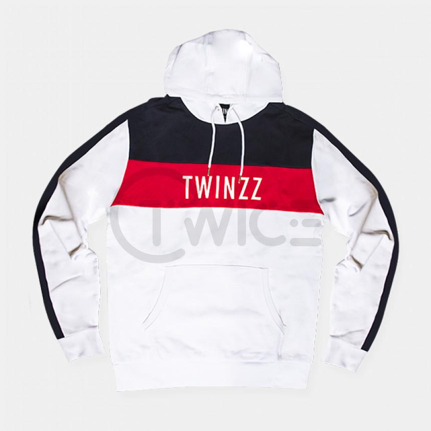 Bílá mikina s kapucí a Twinzz Nelson